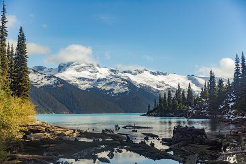 The cyan blue garibaldi lake surrounded by big white mountains