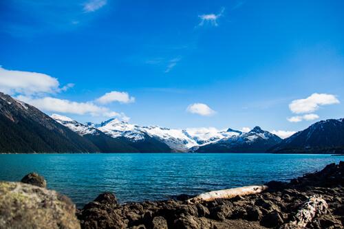 Le spectaculaire lac Garibaldi dans le parc provincial de Garibaldi.