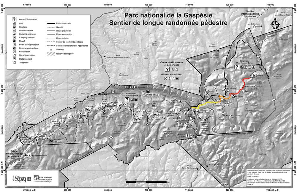 Carte de tous les sentiers de randonnée dans le Parc National de la Gaspésie. Le sentier de la Traversée des McGerrigle est souligné.