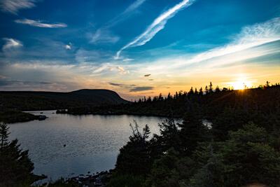 Coucher de soleil sur le Mont Xalibu au refuge Tetras pendant la longue randonnée de la traversée des Mcgerrigle dans le parc national de la Gaspésie